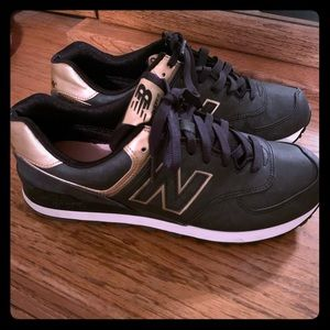 Good and black New Balance shoes